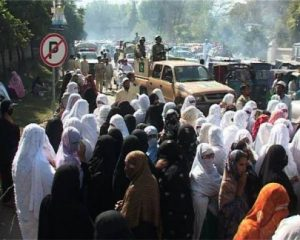 unpaid-lady-health-workers-protest-in-swat-1202-495x396