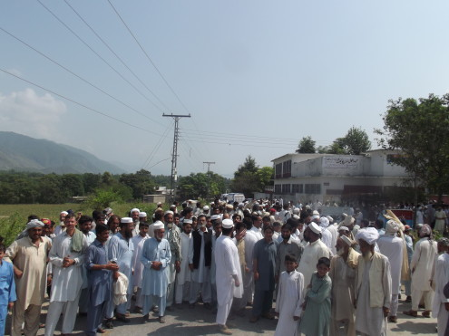 Buner-protest-pic-by-Imran-Khan1-495x371