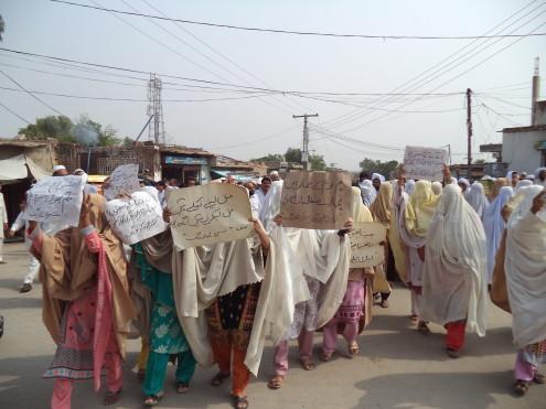 Laki-marwat-protest-pic-by-Liaqat-Siyam-Khan-1-4-495x371