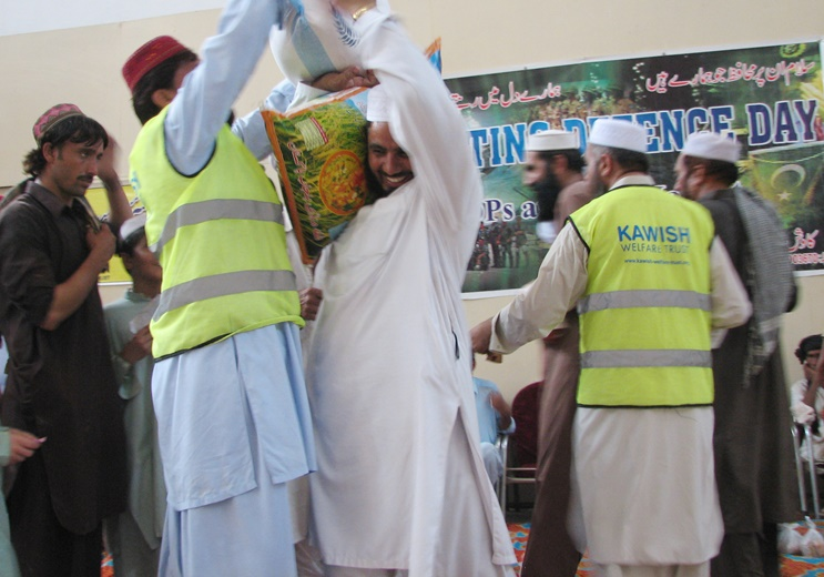 Lakki IDPs package distribution pic by Liaqat siyam Khan 1 (2)