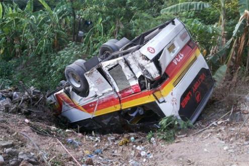 vehicle-fell-in-ravine-495x329