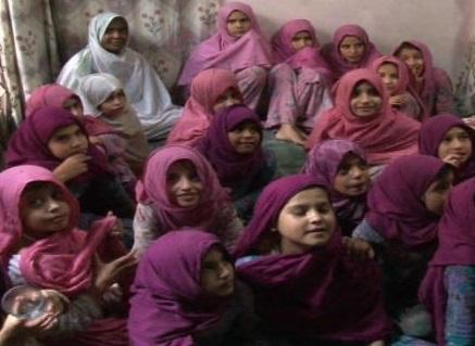 karachi-police-raid-house-teacher-girls_11-26-2014_166870_l